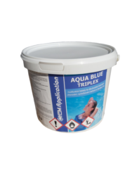 AB Triplex Multifunkční tablety pro úpravu bazénové vody 5 kg-Aqua Blue Triplex 5kg - Multifunkční tablety ke dlouhodobé dezinfekci bazénové vody. Pomalu beze zbytku se rozpouštějící multifunkční tablety s cca. 80% aktivního chloru. Vhodné pro průběžné, dlouhodobé a komplexní ošetřování bazénové vody, zahrnující dezinfekci chlorováním, vyvločkování nečistot a ničení a zabránění růstu řas.