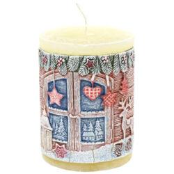 Svíčka vánoční Charming Christmas 70x90-Svíčka s vánočním motivem, která navodí tu správnou vánoční atmosféru ve vašem interiéru. Kvalita hoření je velmi vysoká. Svíčky jsou vyrobeny ze zdravotně nezávadného parafinu vysoké kvality.  Barva: Ecru s vánočním dekorem  Váha: 290 g Rozměry: 70x90 mm