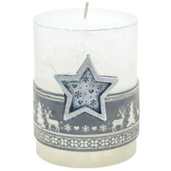 Svíčka vánoční Scandinavian hvězda stříbrná-Kvalitní svíčka s populárním skandinávským vzorem, která navodí tu správnou vánoční atmosféru ve vašem interiéru. Svíčka s vyobrazenou hvězdou ve stříbrné barvě na přední části.  Barva: stříbrná  Váha: 290 g Rozměry: 90x70 mm Doba hoření: 51 hodin