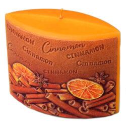 Svíčka vonná elipsa skořice 110/45/110-Svíčka se skořicovou vůní, která navodí tu správnou vánoční atmosféru ve vašem interiéru. Kvalita hoření je velmi vysoká. Svíčky jsou vyrobeny ze zdravotně nezávadného parafinu vysoké kvality.  Barva: Oranžová s motivem skořice Váha: 210 g Rozměry: 110x45 mm