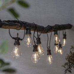 Světelný řetěz Circus Filament-Světelný věnec s 10 LED žárovkami v FILAMENT technology. Světelný řetěz, který lze používat po celý rok. Může sloužit jak vánoční ozdoba tak i celoroční ozdobou domova, zahrady, restaurace, svatební síně nebo při posezení na balkoně či terase. Napájecí kabel: 5 metrů. Pro vnitřní i venkovní použití: IP44.