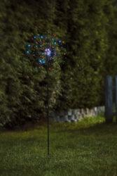 Venkovní dekorace Firework barevná-Působivá stojící dekorace s LED FIREWORK, typ umělého ohňostroje napájená 230V. Dekorace využívá technologii DEW DROP - kapku rosy. Jemné dráty s mikroledy, které mají vysokou světelnou účinnost a nízkou spotřebu energie.