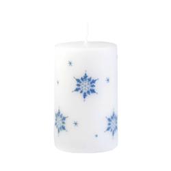 Svíčka Ice Nature White Vánoční 60x100 Unipar-Prémiová vánoční svíčka v matné bílé barvě s šedým motivem sněhových vloček. Přírodní vzhled je dotvořen ručně škrábaným povrchem.  Svíčka je bez balení.  Barva: bílá s dekorem sněhových vloček Velikost: střední (60x100 mm) Doba hoření: 40 hodin Tvar: válec