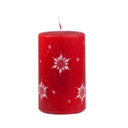 Svíčka Ice Nature Red Vánoční 60x100 Unipar-Prémiová vánoční svíčka v matné červené barvě s bílým motivem sněhových vloček. Přírodní vzhled je dotvořen ručně škrábaným povrchem.  Svíčka je bez balení.  Barva: červená s dekorem sněhových vloček Velikost: střední (60x100 mm) Doba hoření: 40 hodin Tvar: válec