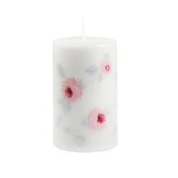 Svíčka Wild Rose Pink 60x100 Unipar-Bílá prémiová svíčka s jemným vzorem růžových růžiček v kombinaci s šedými lístečky.  Svíčka je zabalena do celofánu.  Barva: bílá Velikost: střední (60x100 mm) Doba hoření: 40 hodin Tvar: válec