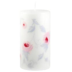 Svíčka Wild Rose Pink 80x150 Unipar-Bílá prémiová svíčka s jemným vzorem růžových růžiček v kombinaci s šedými lístečky.  Svíčka je zabalena do celofánu.  Barva: bílá Velikost: velká (80x150 mm) Doba hoření: 87 hodin Tvar: válec